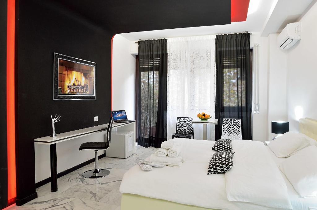 Een bed of bedden in een kamer bij Black & White G&G