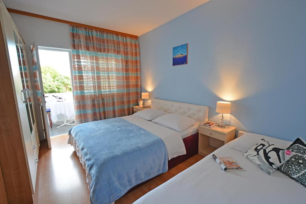 A bed or beds in a room at Rooms Sunce Supetar Island Brač