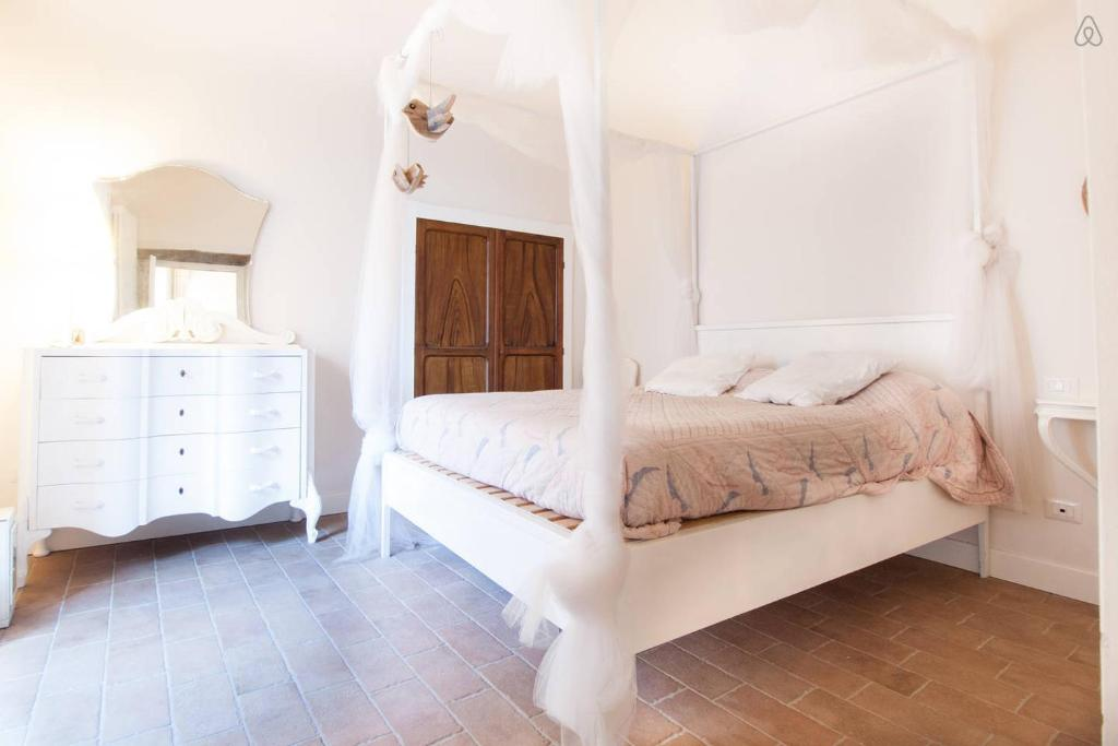 A bed or beds in a room at Vanity House