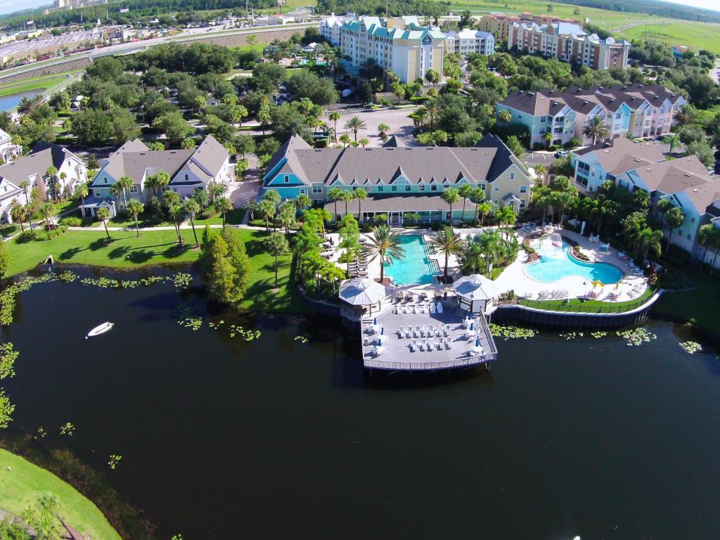 A bird's-eye view of Runaway Beach Resort by Magical Memories -Disney Area
