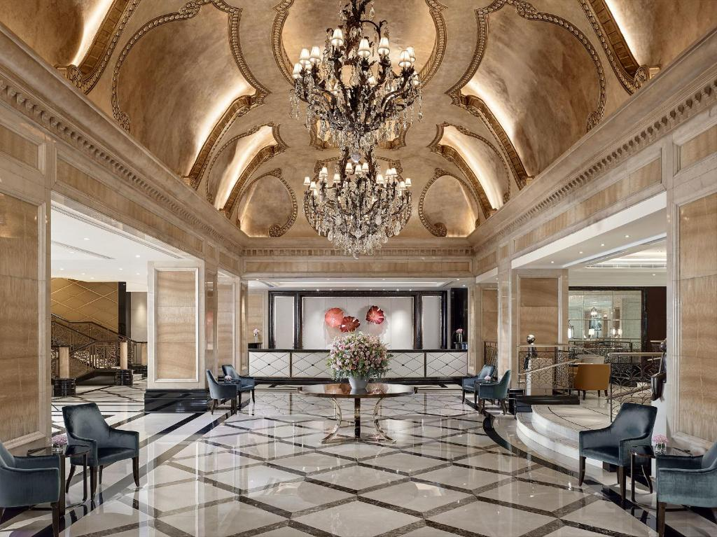 The lobby or reception area at The Langham Hong Kong