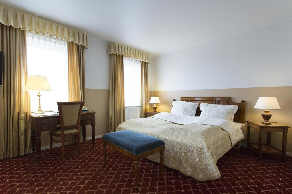 A bed or beds in a room at Milling Hotel Plaza