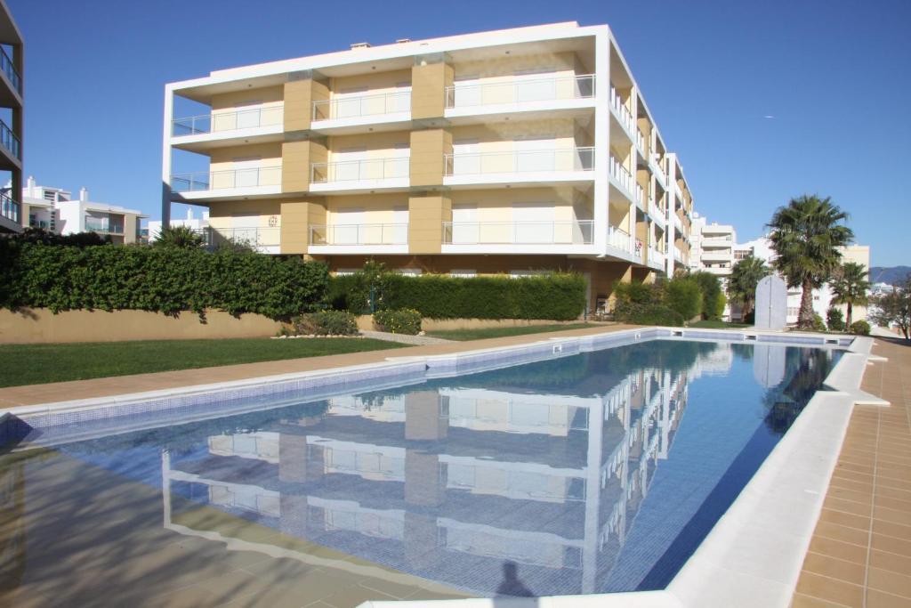 The swimming pool at or near Apartamento Arade Portimao