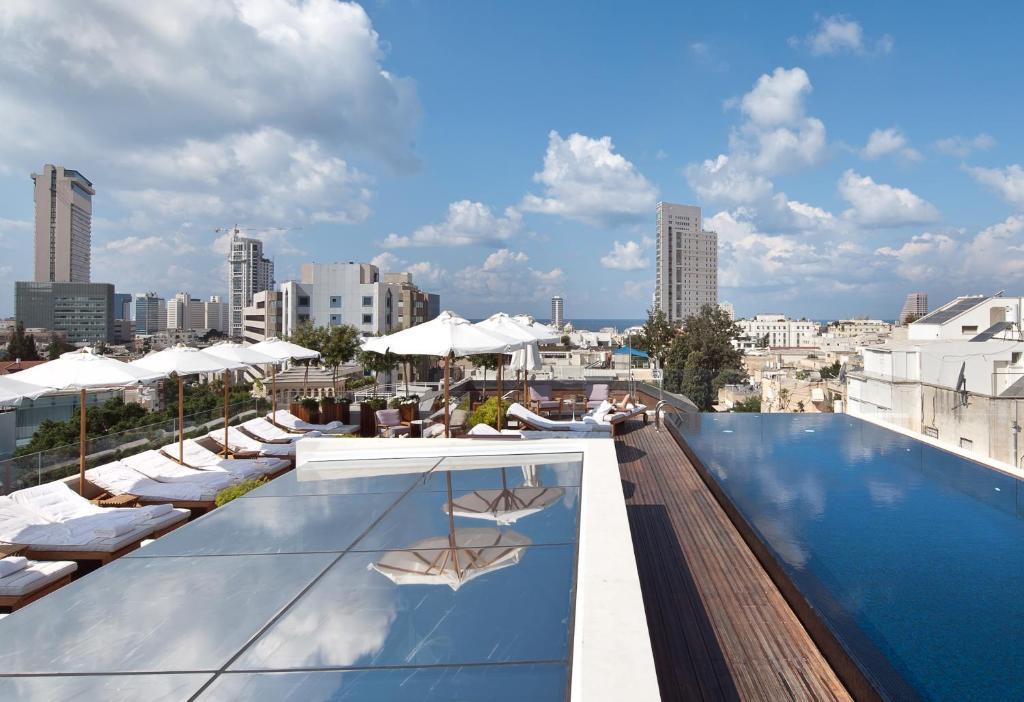 Het zwembad bij of vlak bij The Norman Tel Aviv