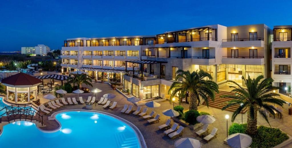 Vue sur la piscine de l'établissement D'Andrea Mare Beach Hotel ou sur une piscine à proximité