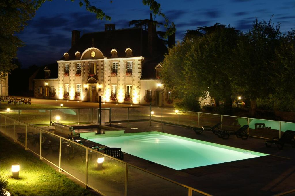 The swimming pool at or near Logis La Marjolaine