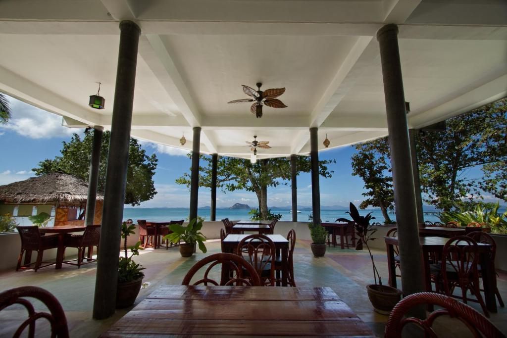 A restaurant or other place to eat at Yao Yai Beach Resort
