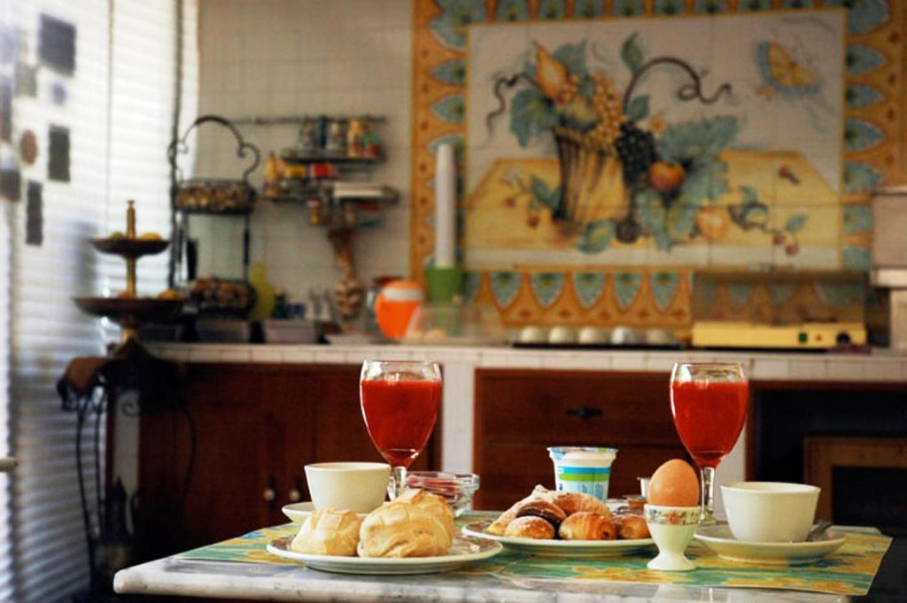 Breakfast options available to guests at Hotel Toledo