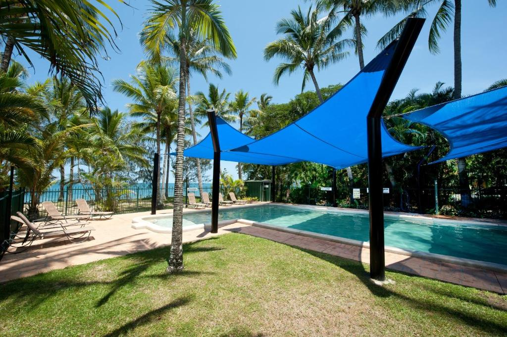 The swimming pool at or near Ellis Beach Oceanfront Bungalows