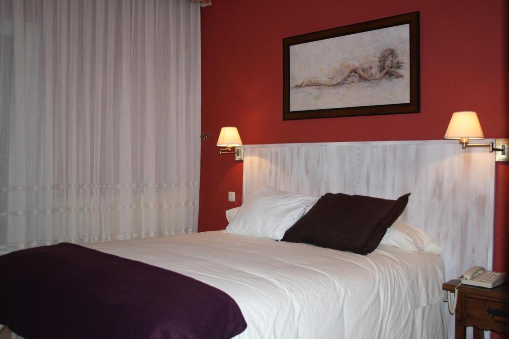 Cama o camas de una habitación en Hotel Cuatro Calzadas