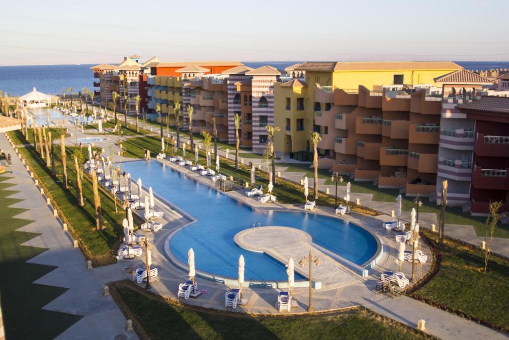 منظر المسبح في Porto South Beach Porto Vacation Club Families only او بالجوار
