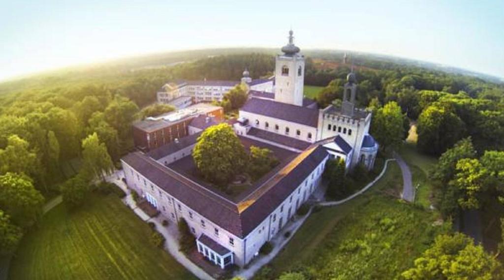 A bird's-eye view of Leerhotel Het Klooster