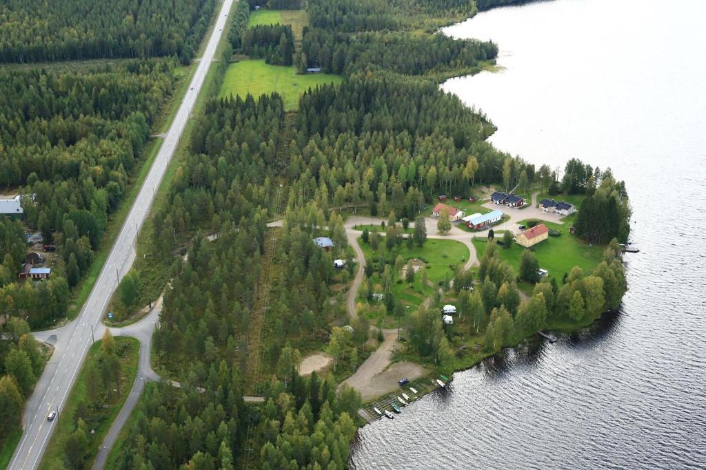 A bird's-eye view of Ristijärven Pirtti Cottage Village