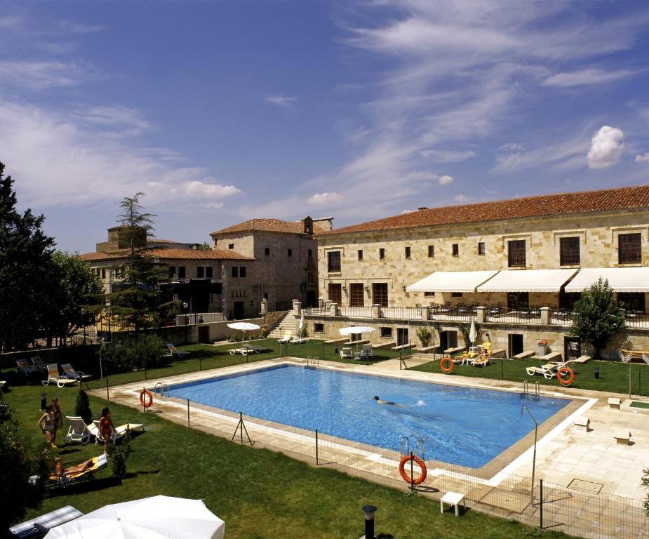 The swimming pool at or near Parador de Zamora
