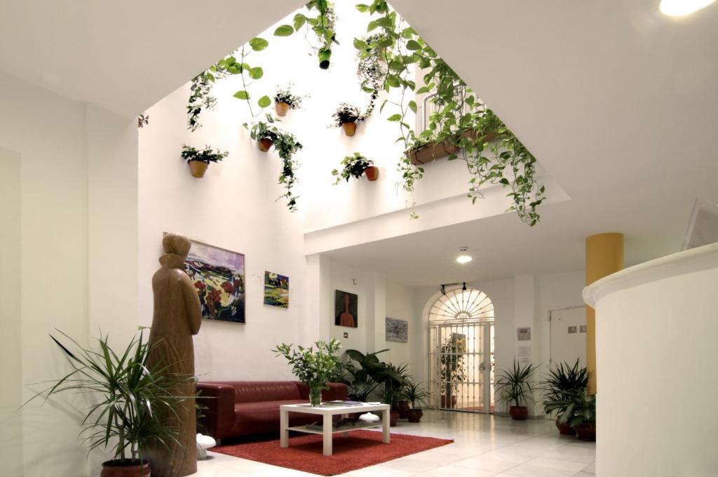 The lobby or reception area at Un Patio en Santa Cruz