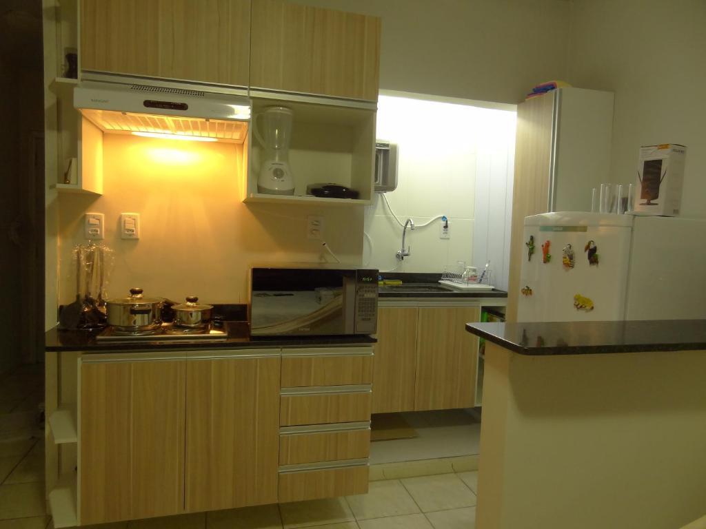 Una cocina o zona de cocina en Cumaru Flat Manaus 916