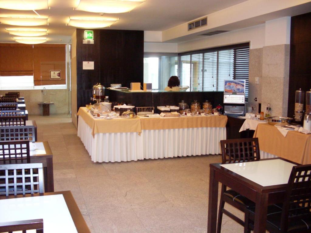 Um restaurante ou outro lugar para comer em Hotel do Terco