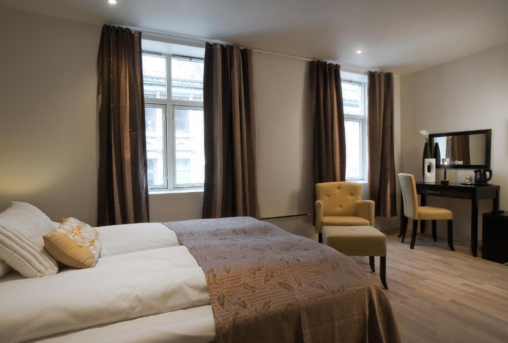 En TV eller et underholdningssystem på Basic Hotel Bergen