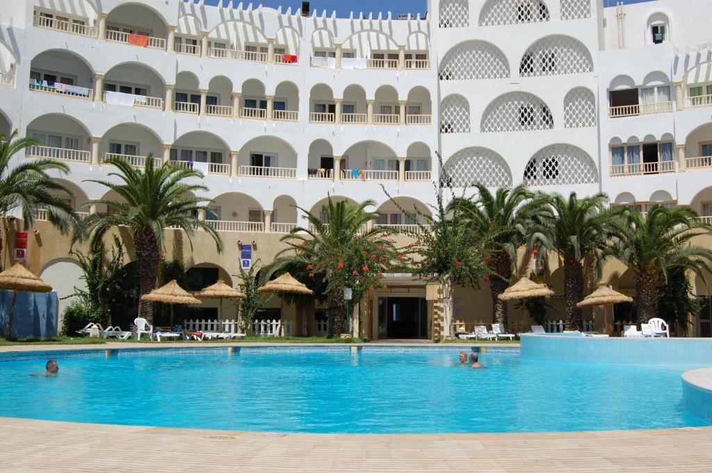 Het zwembad bij of vlak bij Delphin Resort Monastir