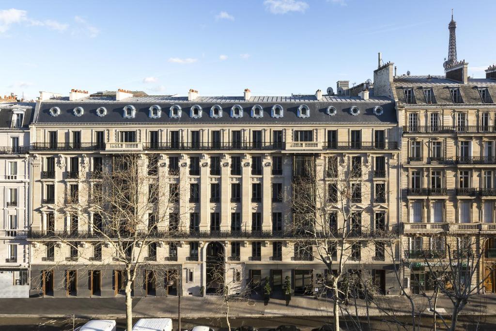 La Clef Tour Eiffel Paris by The Crest Collection
