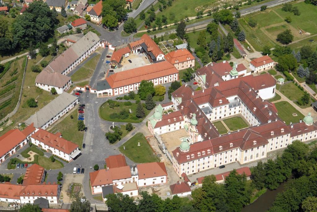 Blick auf Gästehäuser St. Marienthal aus der Vogelperspektive