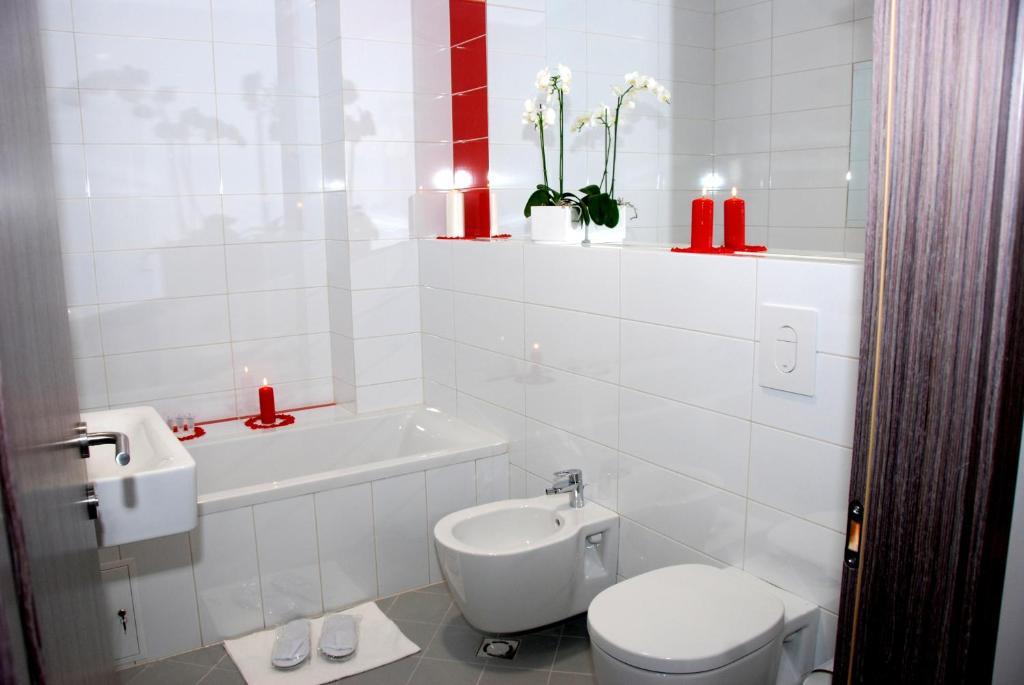 A bathroom at Algiro Hotel