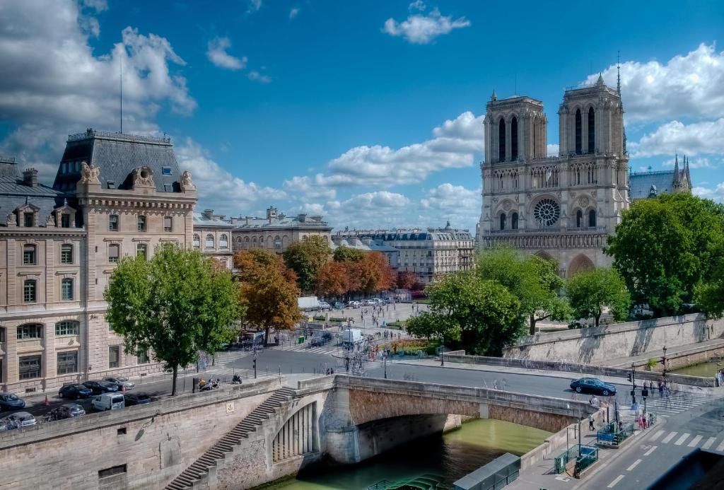 Les Rives de Notre-Dame Paris, France