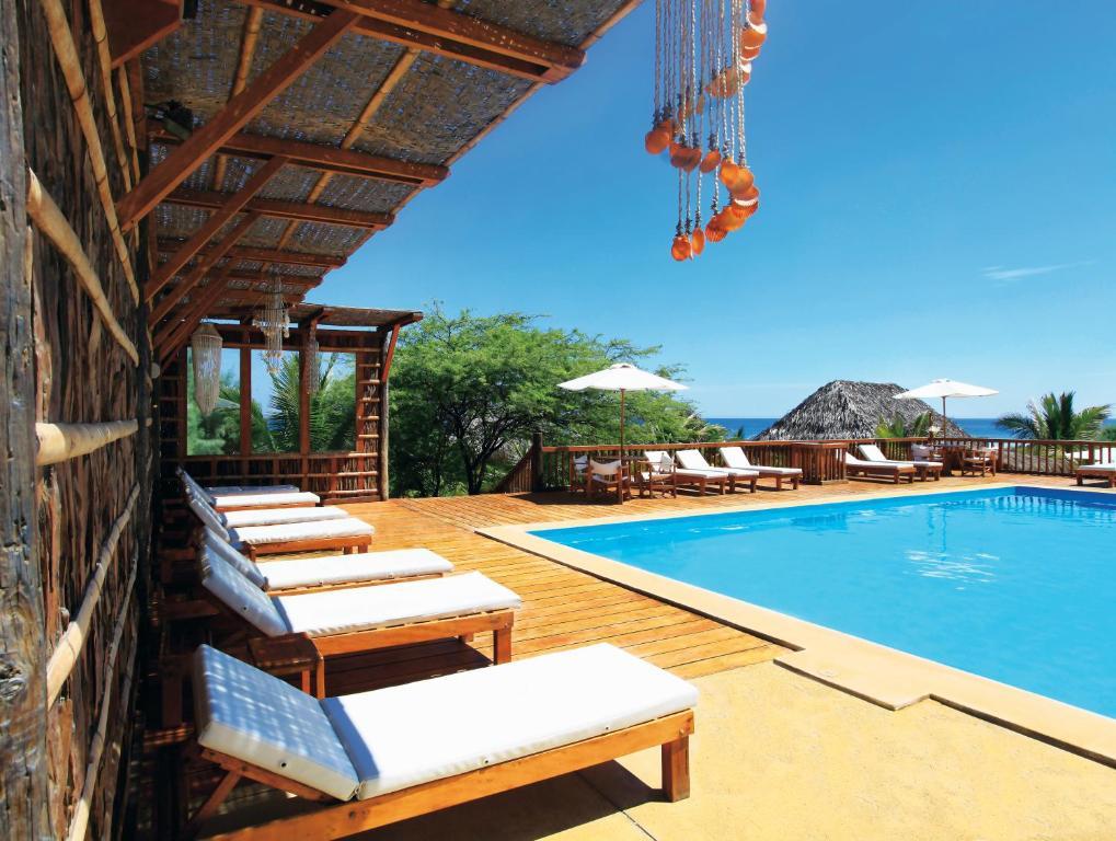 The swimming pool at or near Vichayito Bungalows & Carpas