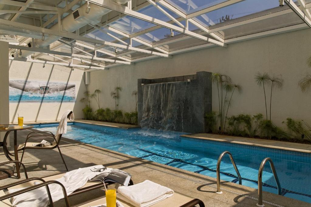 A piscina localizada em Intercity São Paulo Nações Unidas ou nos arredores
