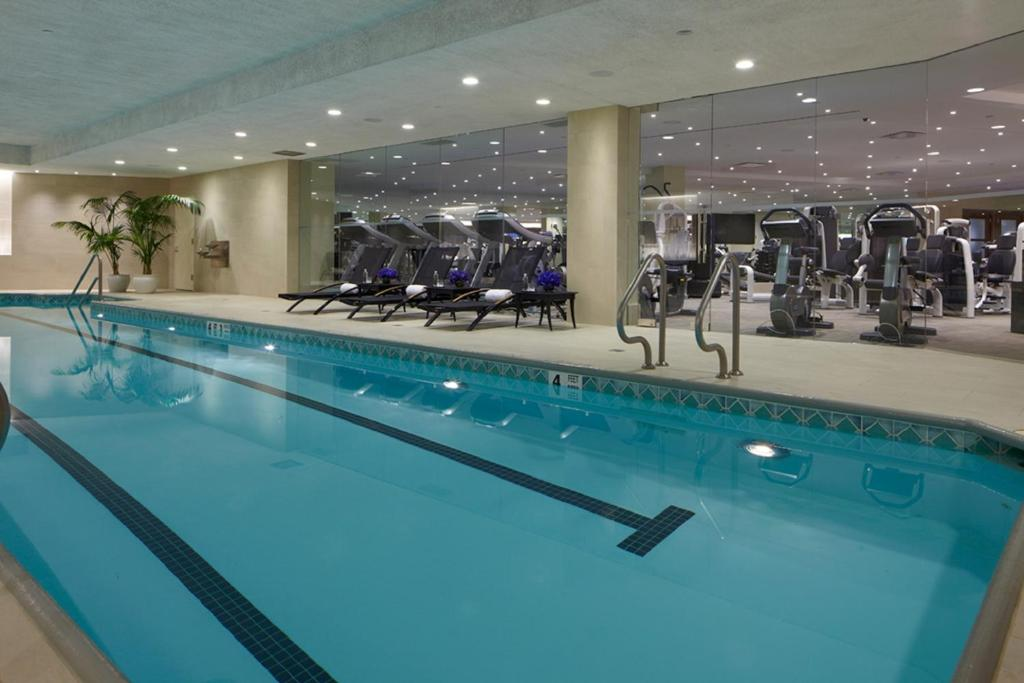 The swimming pool at or close to Trump International New York