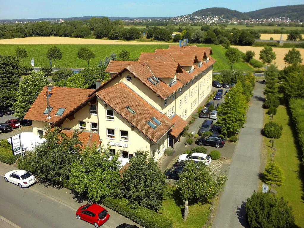 Blick auf HOTEL PARQÉO im A66 aus der Vogelperspektive