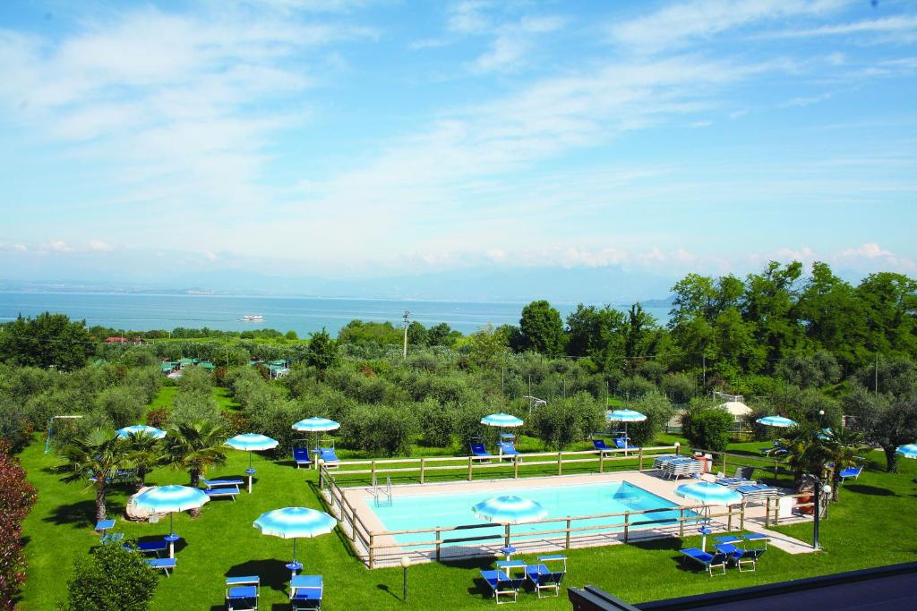 A view of the pool at Agriturismo Il Giardino Degli Ulivi or nearby