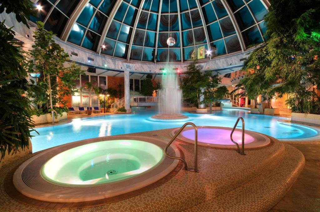 Der Swimmingpool an oder in der Nähe von Vital Hotel