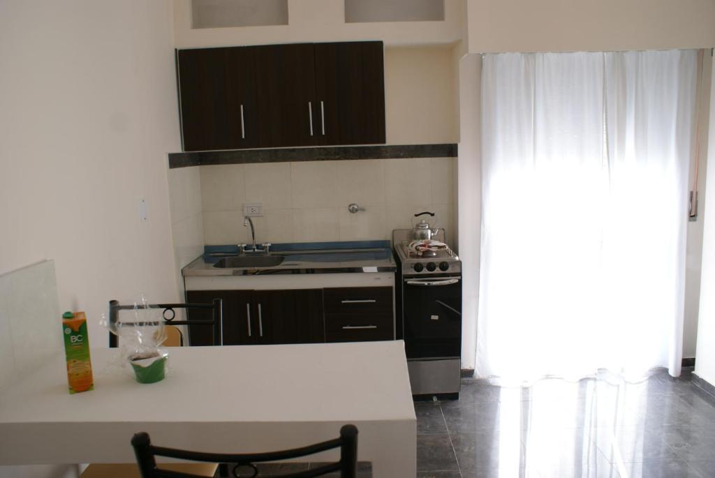 A kitchen or kitchenette at Departamentos Equipados Río Cuarto