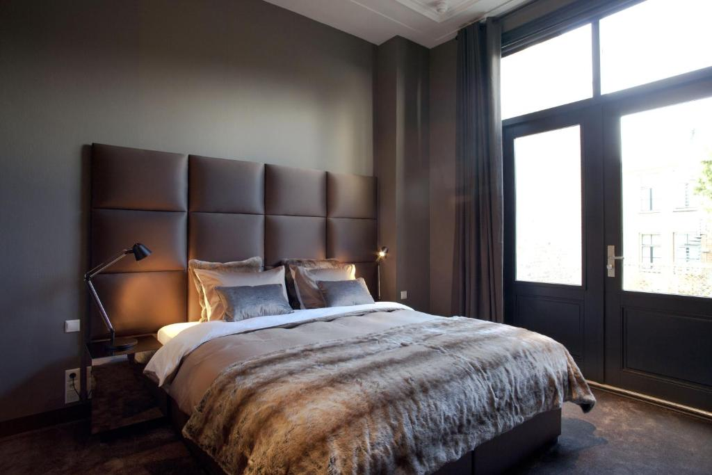 A bed or beds in a room at Boutique Hotel Straelman