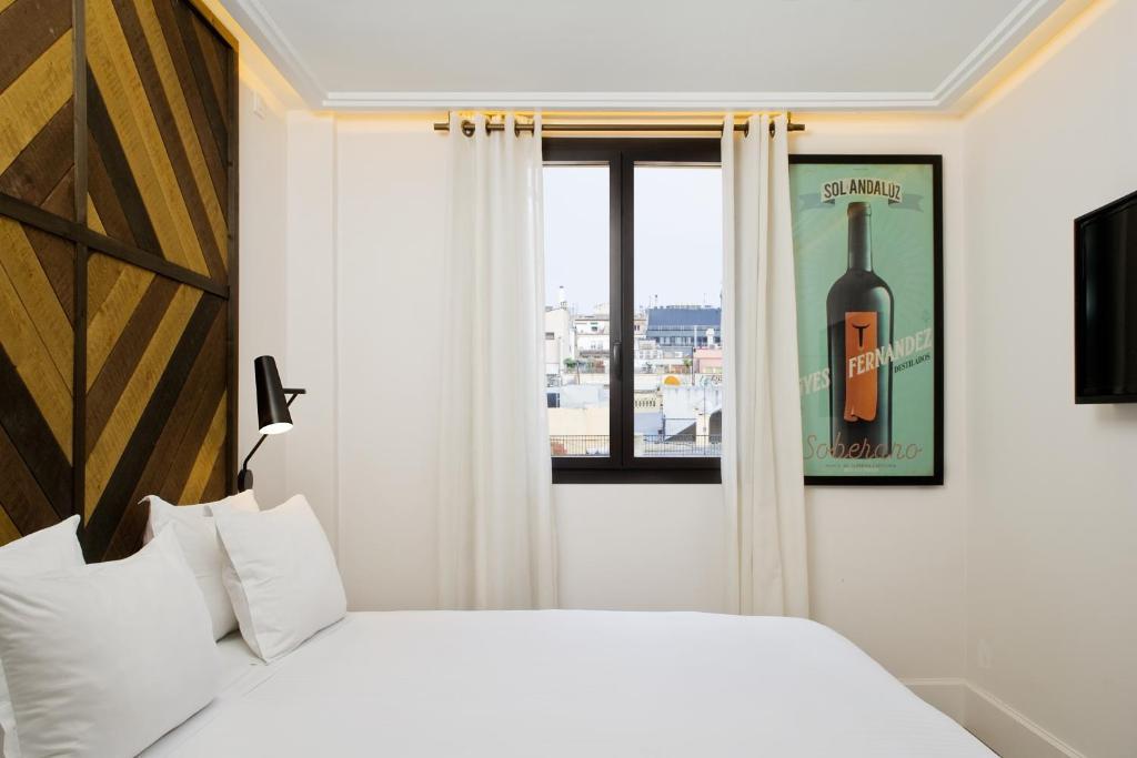 A bed or beds in a room at Praktik Vinoteca
