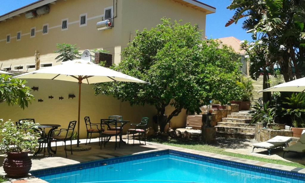 Der Swimmingpool an oder in der Nähe von hotel pension steiner