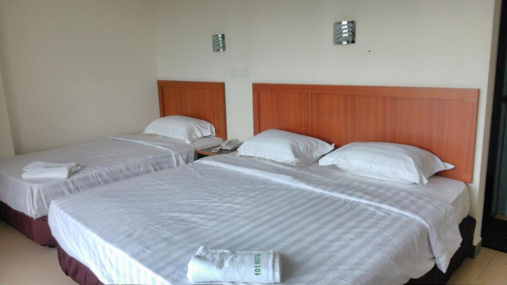 A bed or beds in a room at 101 Hotel