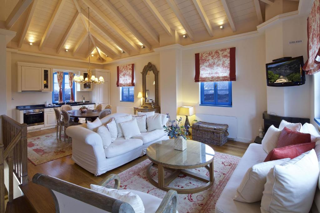 אזור ישיבה ב-Zagori Suites Luxury Residences