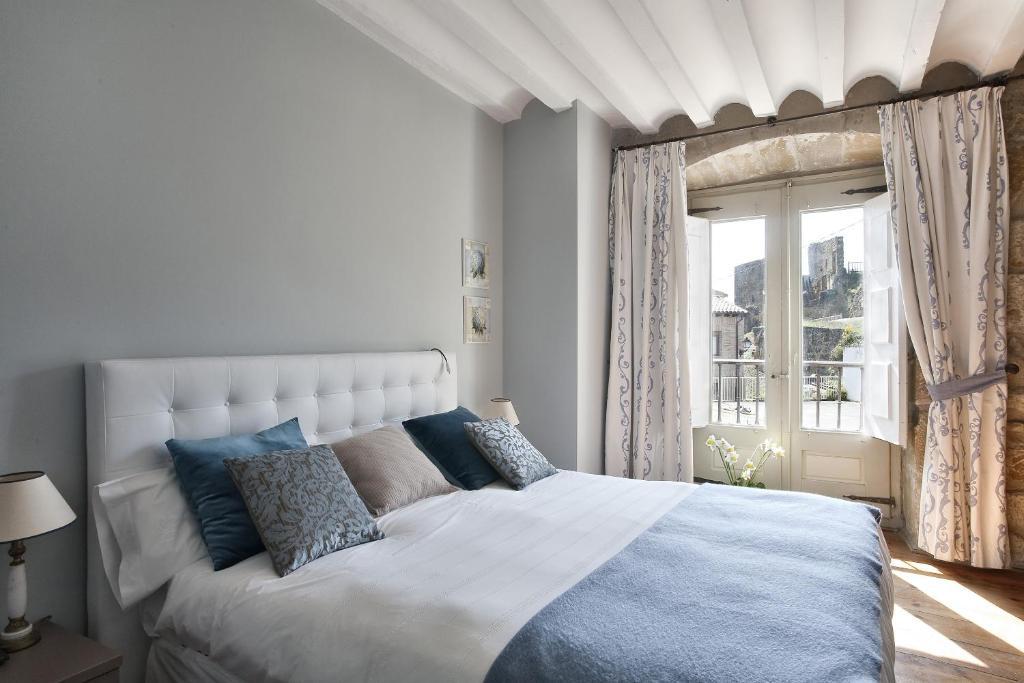 Cama o camas de una habitación en Hospedería Señorío de Briñas