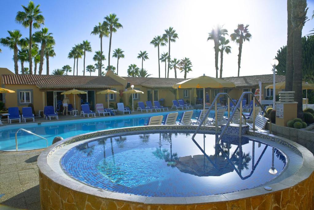 Het zwembad bij of vlak bij Bungalows Los Almendros - Gay Exclusive