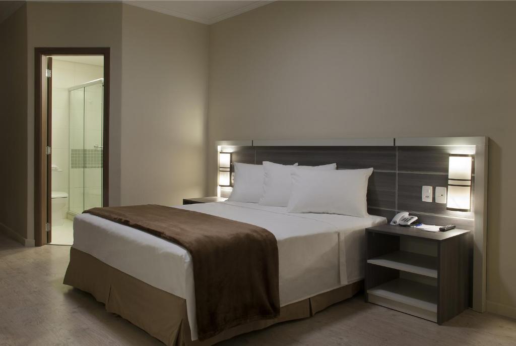 Cama ou camas em um quarto em Master Express Dom Pedro II - Aeroporto