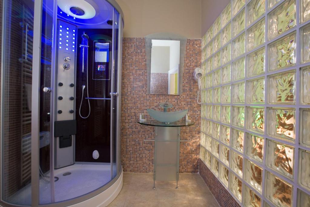 A bathroom at Hotel Bow Garden