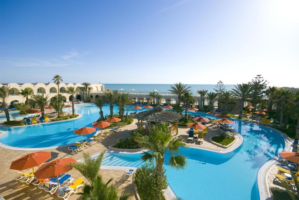 Uitzicht op het zwembad bij Sentido Djerba Beach of in de buurt