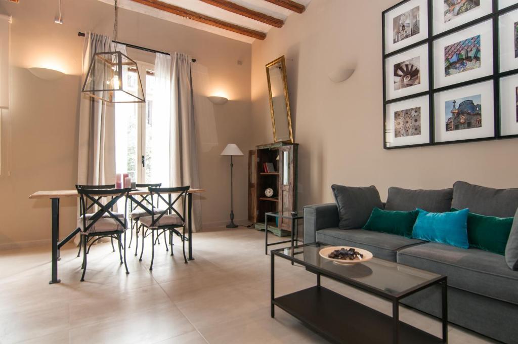 A seating area at Weflating Suites Sant Antoni Market