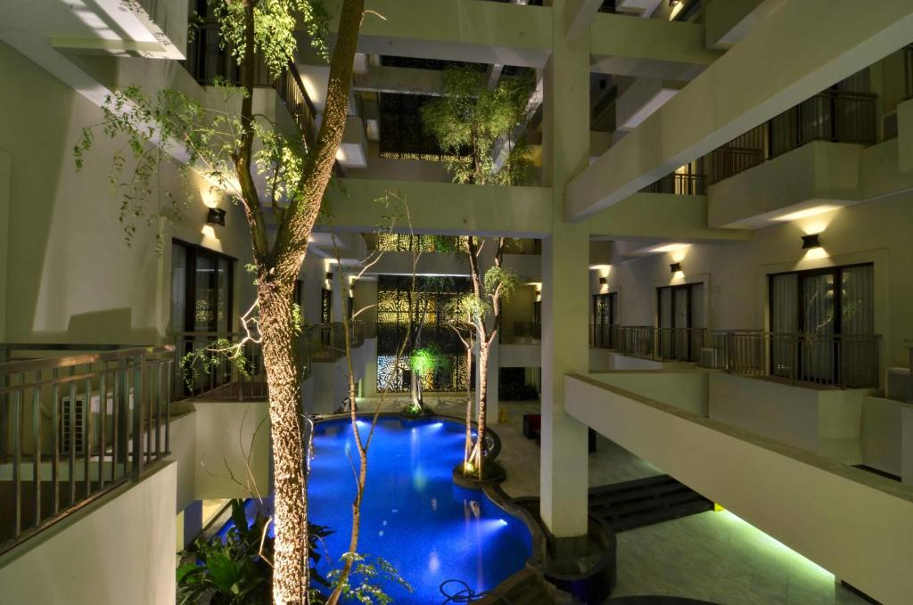 A view of the pool at Savana Hotel & Convention Malang or nearby