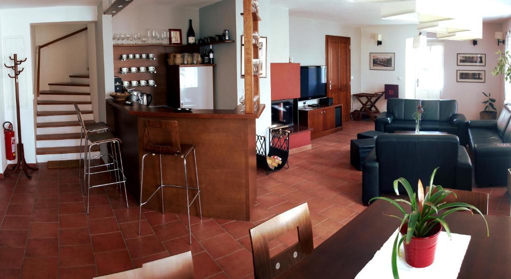 Lounge nebo bar v ubytování Klub Ifre