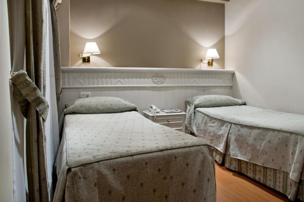 A bed or beds in a room at Hotel Punta del Este