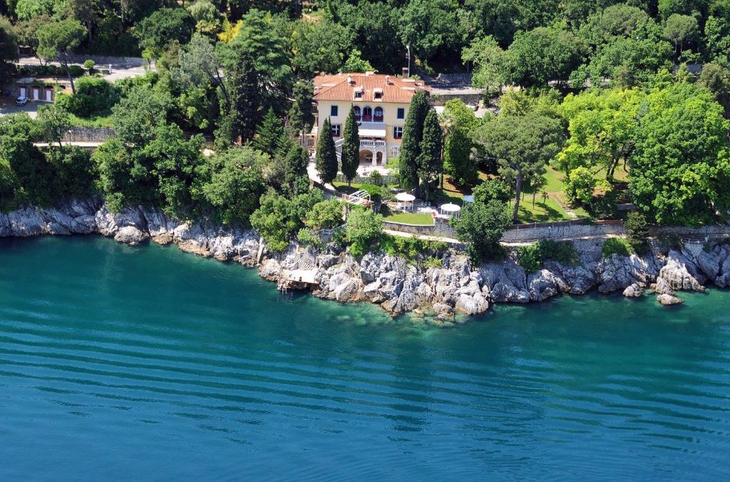 Villa Aristonの鳥瞰図
