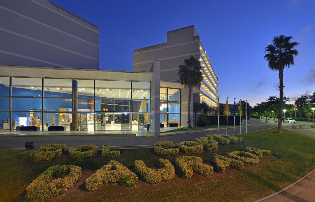 The facade or entrance of Sol Costa Daurada